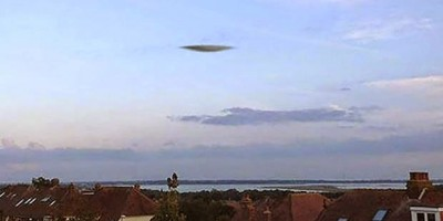 UFO Photographed over Portsmouth, England in September 2014