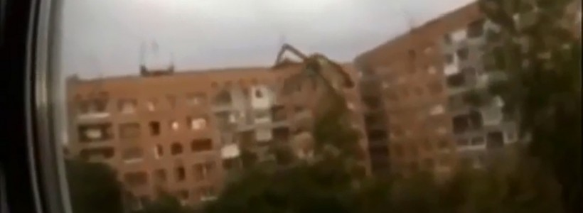 Strange Creature Filmed Climbing Building in Russia