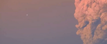 UFO Sighting over the Calbuco volcano's eruption in Chile – April 22, 2015