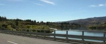 Two fast moving UFOs Filmed over New Zealand