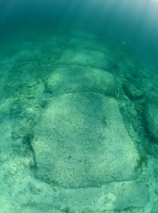 Stones submerged off the coast of the Bahamas said by some to be a man-made wall more than 10,000 years old.(Shutterstock)