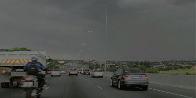 Huge UFO Sighting filmed over Midrand N1 In South Africa – October 2015