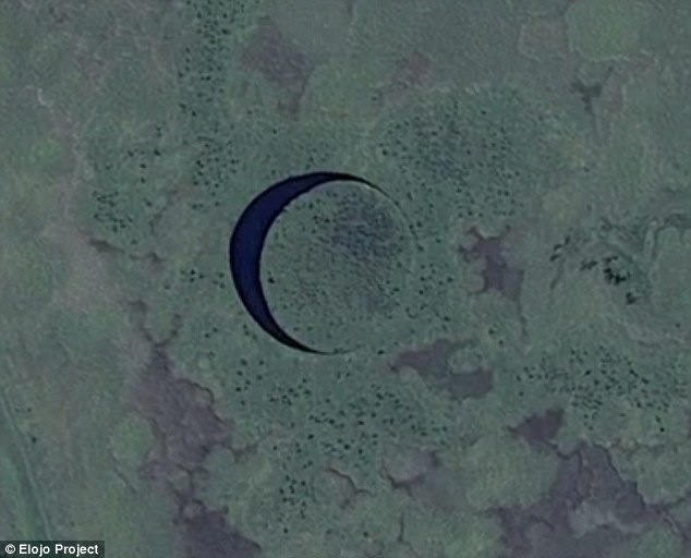 'The Eye' is an almost perfect circular island land that is surrounded by a tiny channel of clear water and some believe it is camouflage for a massive alien base that lays quietly beneath the surface