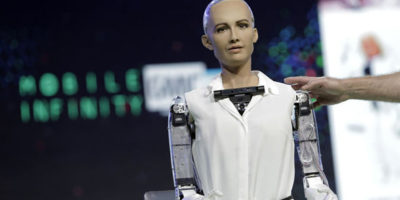 Advanced AI – Incredibly lifelike humanoid interacts and tells jokes with humans