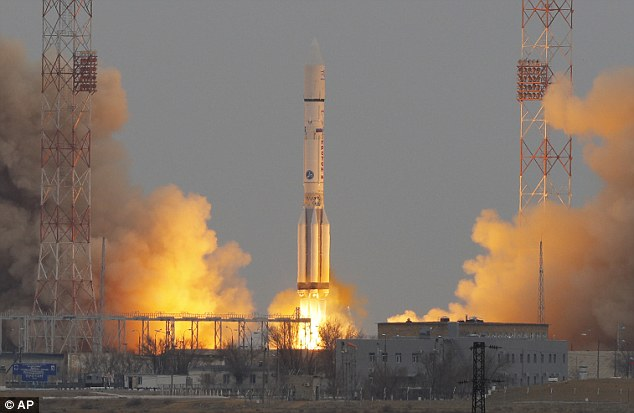 Russia is developing a mega-rocket that will transport supplies to build a base on the moon, the country's Deputy Prime Minister has revealed