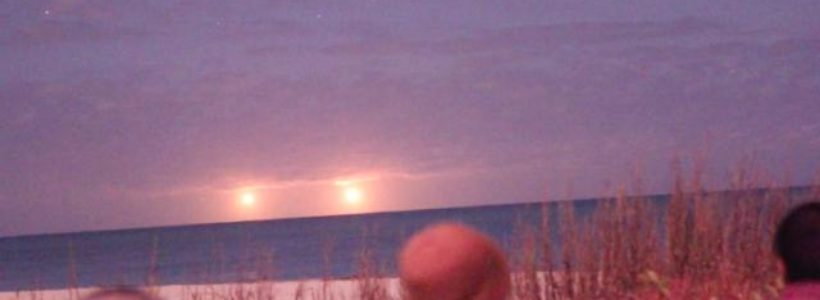 Twin UFO's Filmed Over Vero Beach, Florida – Jan 2015