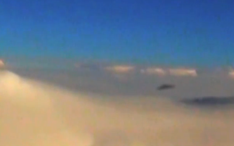 Triangle UFO Sighting filmed from plane – 10th October 2014