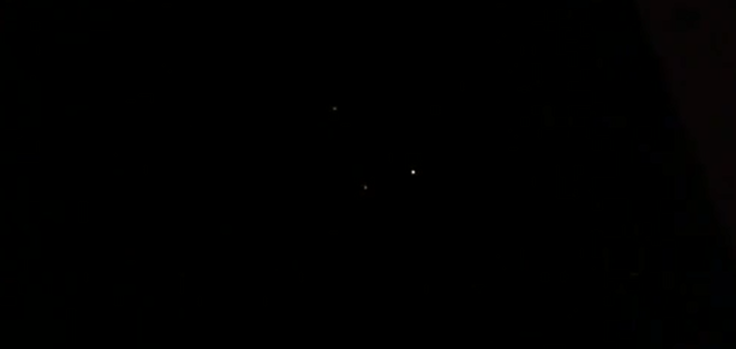 Lights in Triangle formation hovering above Long Beach, California – 1st April 2015