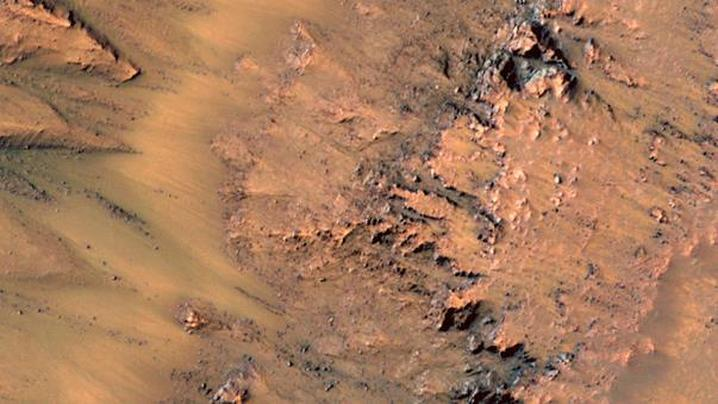 Marks left in gullies on Mars show evidence of flowing water. (NASA)