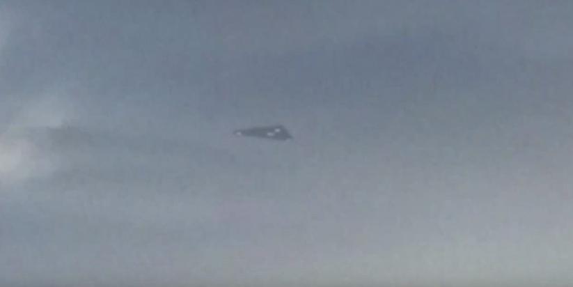 Triangle UFO sighting filmed over L.A – 2015 – Possible TR-3B