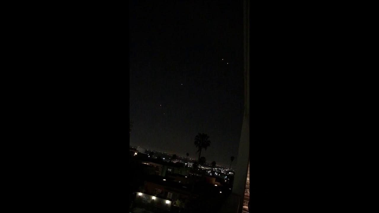 Multiple UFO Sighting Filmed In Hollywood, CA – 25th March 2018