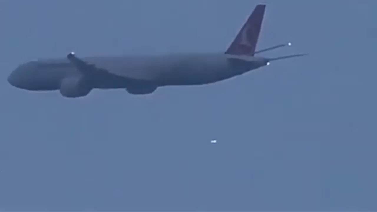 UFO Sighting Over Heathrow Airport – March 7, 2021